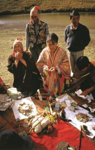 Turismo shamánico? To je po některé indiány v Peru i v Evropě dobrý druh obživy. Jde o něco úplně jiného než o pravé obřady. Zdroj: Olga Vilímková