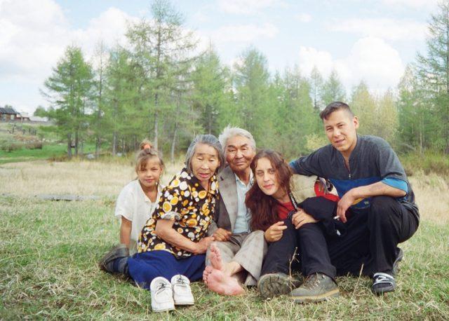 Pavlína s reálnými kočovnými pastevci na Sibiři – 90. léta 20. století, FOTO: archív Pavlíny Brzákové