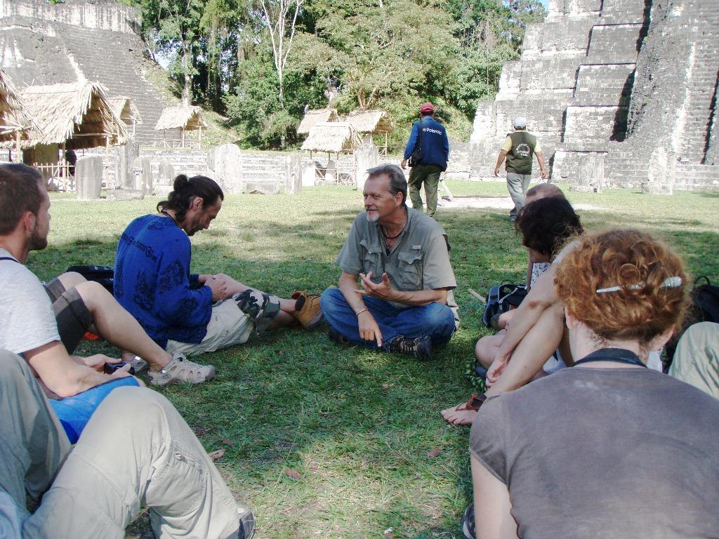 Šaman Bill - Doctor Gato - přednáška v Tikalu