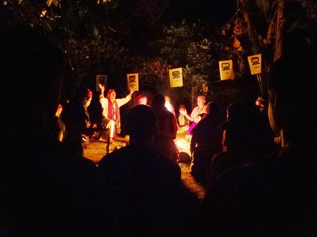 Guatemalští šamaní 2012 - zahájení ohnu