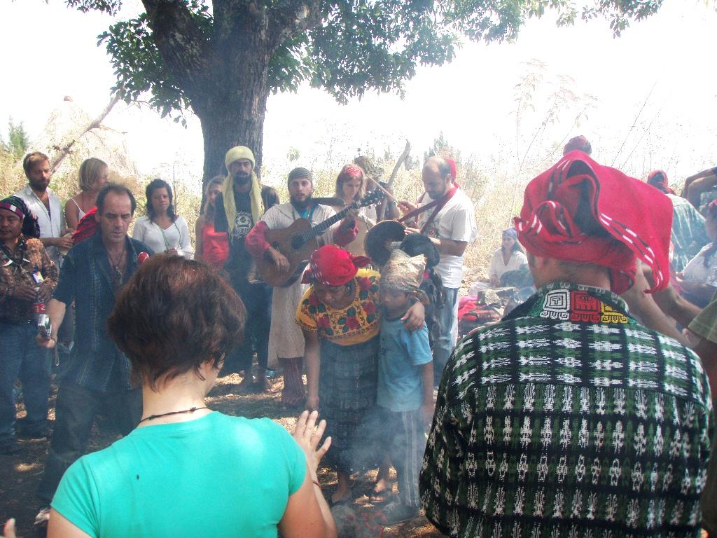 Guatemalští šamaní 2012 - spolecný zpev