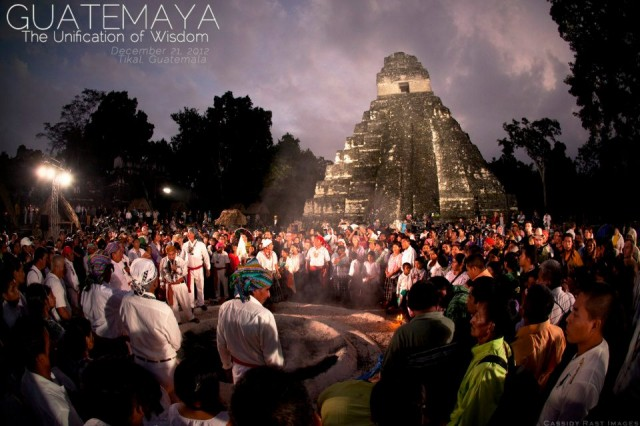 21.12.2012 - posvátné ceremonie u chrámovyých komplexů Tikal, Guatemala